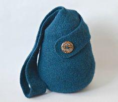 Ravelry: The Twist Bag pattern by Cindy Pilon
