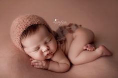 Newborn Photography Tips, Newborn Baby Photography, Newborn Photographer, Newborn Posing, Newborn Shoot, Newborn Pictures, Baby Pictures, Minimalist Baby, Newborn Studio