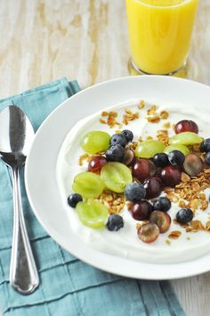 A ridiculously fast and healthy breakfast or snack recipe -> Yogurt with Grapes, Blueberries and Granola
