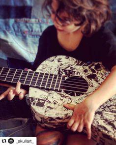 @_skullart_ Let's play! #guitar #rock #goodmusic #skullart #skullartwork #customizeguitar #dylandog #diabolik #diaboliklovers #comics #sergiobonelli #personalizedguitar #music #cool #details #guitardetails #awesome #socool #play #guitara #guitarstrings #barcelona #barcelonaartist #barcelonaart #dylandogcollection #dylandogfan #diabolikofficial #playguitar #letsplay