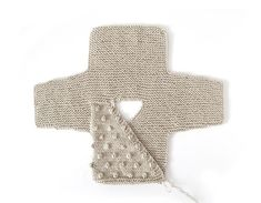 How do I create a knitted kimono baby jacket? , How to make a Knitted Kimono Baby Jacket – Free knitting Pattern & tutorial , Knit Source by mikkipon Baby Cardigan Knitting Pattern Free, Baby Sweater Patterns, Knitted Baby Cardigan, Knit Baby Sweaters, Baby Patterns, Knitting For Kids, Free Knitting, Cardigan Bebe, Kimono Pattern