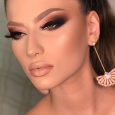 Gorgeous Makeup: Tips and Tricks With Eye Makeup and Eyeshadow – Makeup Design Ideas Makeup Eye Looks, Eye Makeup Tips, Smokey Eye Makeup, Makeup Goals, Eyeshadow Makeup, Makeup Ideas, Makeup Hacks, Smoky Eye, Makeup Geek