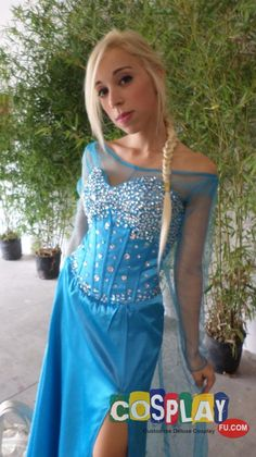 Elsa Cosplay from Frozen in Romics Autumn 2014 IT