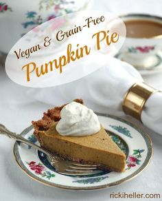 Grain-Free Pumpkin Pie (Vegan, Sugar-Free, Candida-friendly, Paleo) is perfect for anyone's Thanksgiving! | rickiheller.com
