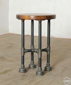Give Your Rooms Some Spark With These Easy Vintage Industrial Furniture and Design Tips Do you love vintage industrial design and wish that you could turn your home-decorating visions into gorgeous reality? Industrial Bedroom Furniture, Industrial Interior Design, Industrial Interiors, Industrial Pipe, Pipe Furniture, Furniture Design, Furniture Ideas, Reclaimed Furniture, Refinished Furniture
