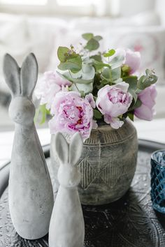 Osteridyll in Beton Easter Projects, Retail Interior, Make And Sell, Flower Arrangements, Decoupage, Table Decorations, Spring, Holiday, Crafts