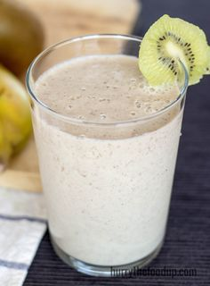 Spicy Kiwi Banana Breakfast Smoothie. High in vitamin C, fiber and potassium. Delicious and tasty.| hurrythefoodup.com