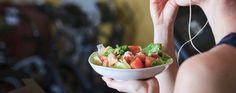 A boa alimentação é muito importante para o nosso organismo e para o bom funcionamento da nossa dieta. E até mesmo para os treinos fazerem efeito corretamente. Pensando nisso, separei alguns tipos de alimentos para comermos no pré e pós treino.