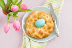 Who said sweet can't be healthy? Share this Italian Easter bread with the family this spring season! Easter Recipes, Summer Recipes, Italian Easter Bread, Easter Traditions, Afternoon Snacks, Dry Yeast, Sweet Bread, Christmas Desserts, Bacon