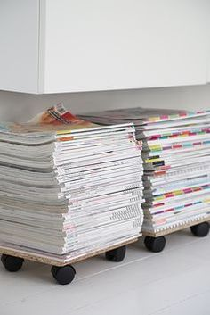 I'm such a magazine junkie. This is SO simple and SO smart. This might need to happen under my fauxdenzas at home...