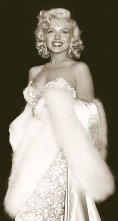 A George Vreeland Hill post. The post Marilyn Monroe. A George Vreeland Hill post. appeared first on celebrities. Hollywood Icons, Old Hollywood Glamour, Vintage Glamour, Vintage Hollywood, Vintage Beauty, Hollywood Fashion, Classic Hollywood, Diane Keaton, Estilo Marilyn Monroe