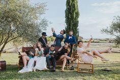 Photo de groupe Wedding Group Photos, Wedding Pictures, Photo Zone, Photo Grouping, Group Pictures, Wedding Background, Groom Outfit, Wedding Photography Inspiration, Industrial Wedding