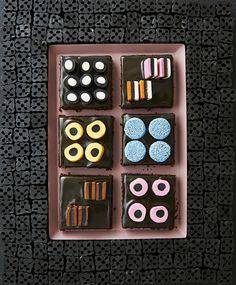 Lakritsimokkapalat | Maku Something Sweet, No Bake Cake, Goodies, Food And Drink, Yummy Food, Sweets, Baking, Drinks, Drink Recipes