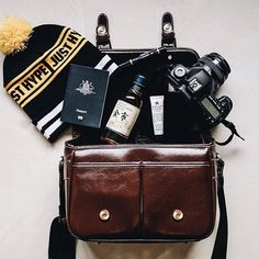Leather look vintage style camera bags for DSLR, cameras, Canon, Nikon and more. All about warmth and chapped lips in Japan. And whiskey. Travel more and start creating #nomoreuglycamerabags