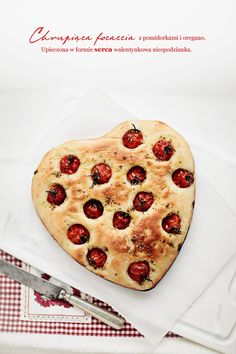 Focaccia bread with cherry tomato and oregano ♥ (we suggest you add a handful of macadamias for that extra crunch