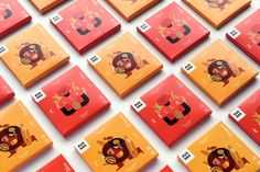 Studio Caserne designed the warm and inviting packaging for Avanaa, a  chocolate company that prides itself in its bean-to-bar chocolate.