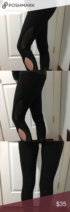 RBX Legging In excellent condition, like new, size is small. Perfect for any workout, Cut Out Mesh 7/8 Legging. Ankle length is perfect for a variety of heights. Strategically placed mesh and keyhole cut out keeps you cool while you workout. Interior waistband key pocket for storage. Reebok Pants Leggings