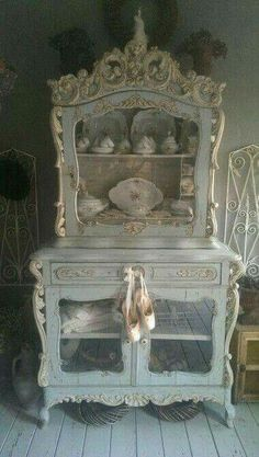 Perceptive tackled shabby chic furniture french check out the post right here chic furniture dresser chic furniture white chic furniture for sale chic furniture living room chic furniture diy Shabby Chic Mode, Shabby Chic Interiors, Shabby Chic Bedrooms, Shabby Chic Kitchen, Vintage Shabby Chic, Shabby Chic Style, Shabby Chic Furniture, Vintage Furniture, Painted Furniture