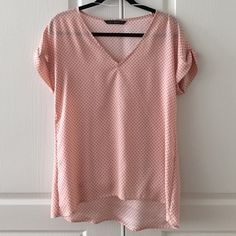 Zara top size S Zara top size S in a very good condition. Worn a few times. Lose fit and will fit size 0,2,4 US. Zara Tops Blouses