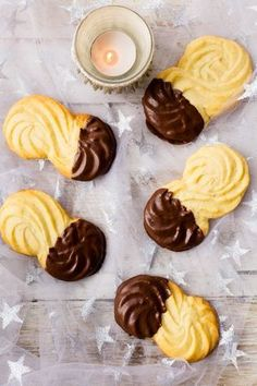 These are my favourite xmas cookies. Thermomix Viennese Biscuits or as we might call it Spritzgebäck. Ideal recipe when you are in a hurry Biscuit Cookies, Biscuit Recipe, Viennese Biscuits, Viennese Whirls, Cookie Recipes, Dessert Recipes, Shortbread Recipes, Shortbread Cookies, Thermomix Desserts