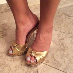 Shutz Gold and Wood Heels Classy knotted, Woden and gold heels. Wear them any time anywhere. Schutz Shoes Heels