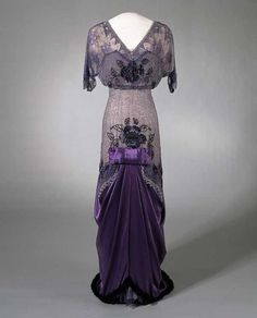 A beautiful 1910-1913 evening dress. You can see how the silhouette is becoming much more fluid and soft than in the decade before (when a strong, busty hourglass shape was more popular). National Museum of Art, Architecture and Design, Oslo. #fashionhistory #instaelegant #vintage #fashion #fashionpic #fashionaddict #fashionphotography #style #vogue #vintagefashion #vintagevogue #historicalfashion #dress #pretty #history #1910sfashion #1910s #dresshistory