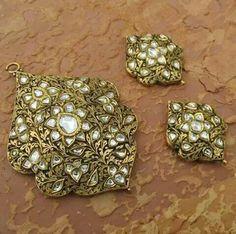 India Jewelry, Gems Jewelry, Jewelry Shop, Jewelry Crafts, Jewelery, Jewelry Design, Uncut Diamond, Diamond Stone, Traditional Indian Jewellery