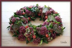 Billedresultat for herfstbloemstukken Autumn Wreaths, Easter Wreaths, Christmas Wreaths, Fall Flowers, Diy Flowers, Flower Decorations, Corona Floral, Sympathy Flowers, Funeral Flowers