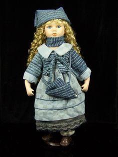 Porzellanpuppe Wintermädchen Sammlerpuppe auf Sockel 57 cm Puppe Porzellan in Spielzeug, Puppen & Zubehör, Porzellanpuppen | eBay