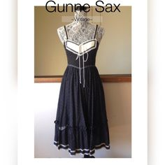 Vintage GUNNE SAX Prairie Dress Sz 7 Vintage prairie dress in perfect condition!  GUNNE SAX navy floral with white lace and Ruffles.  Small floral print.  Back zip.  Polka dot tie at waist. Gunne Sax Dresses