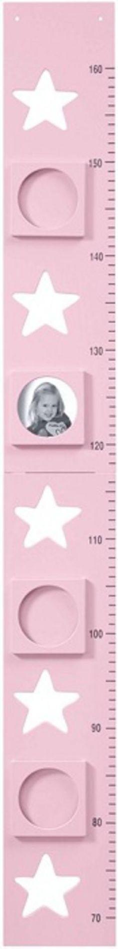 Kids Concept Mittapuu Star, Vaaleanpunainen on hieno lasten pituusmitta Kids Conceptin Star-sarjasta, jonka voi ripustaa seinälle. Mittapuu on valmistettu puusta ja siinä on neljä valokuvakehystä, joihin voi laittaa kuvia merkiksi lapsen kasvusta. Mittapuu mittaa lapsen pituuden 70-160 cm välillä.<br><br>Mittapuu on pedagoginen tapa lapselle ymmärtää pituutta ja mittoja. Se on hauska tapa dokumentoida lapsen kehitystä ja hieno seinäkoriste lastenhuoneeseen. Jos et halua pitää mitt...