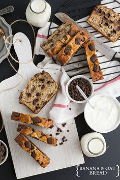 A healthy and light banana and oat bread with Greek yogurt I via chelseasmessyapron.com I #cleaneating #bananabread #Greekyogurt