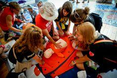 Muzycy, którzy wystąpili na Przystanku Woodstock również uczyli się ratować życie od naszych instruktorów. <3 Fot. Artur Rawicz