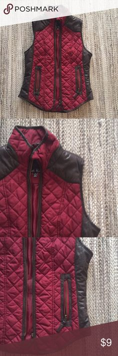 Quilted Vest Burgundy and Brown Quilted Vest   Gold Zippers   Size M   In Perfect Condition   Pairs cute with a cream sweater! Jackets & Coats Vests