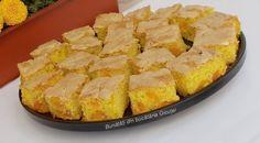 Prajitura cu prune(sau alte fructe) si bezea - Bunătăți din bucătăria Gicuței Cornbread, Deserts, Ethnic Recipes, Maya, Food, Millet Bread, Essen, Postres, Meals