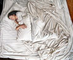 Heather Horton is a very talented Canadian painter. She's always looking for realism in her oil paintings on canvas. She especially loves to play with wavy surfaces, such as sheets, curtains or water. Discover more paintings on her portfolio and her DeviantArt.