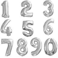 Pour un anniversaire, ces ballons âges existant sous tous les chiffres seront d'un superbe effet en décoration de salle ou à l'entrée pour accueillir les invités ! Ballon Helium Chiffre, Birthday Display, White Rose Bouquet, Artificial Flowers, Room