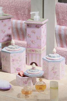 Porta-sabonetes de MDF com pintura floral
