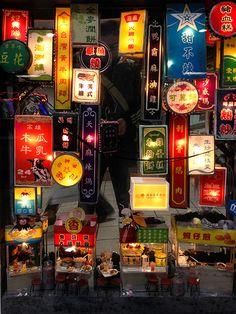j-p-g: 夜市 night market (via ☀Solar ikon☀) Taiwan Night Market, Street Food Market, Asian Street Food, Name Card Design, Theme Background, Food Stands, Neon Nights, Restaurant Interior Design, Human Art