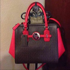 NEW GUESS PURSE Gorgeous purse! Very rich color! With a long strap! PRICE IS FIRM Guess Bags Satchels