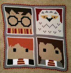 Shared by Harry Potter Tummy Time Blankie Baby Harry Potter, Harry Potter Crochet, C2c Crochet, Crochet Geek, Crochet Cushions, Crochet Baby, Pixel Crochet Blanket, Crochet Blankets, Cross Stitch Patterns