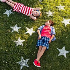 DIY stars on the lawn for the 4th of July using flour and a star cutout