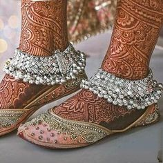 Look at our Anklets - Ladies made from a great assortment at Jewellery. Anklet Designs, Necklace Designs, Mehndi Designs, Indian Wedding Jewelry, Bridal Jewelry, Payal Designs Silver, Henna, Leg Mehndi, Silver Anklets