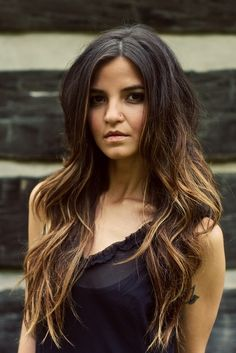 Beautiful ombre hair color, from dark to caramel.
