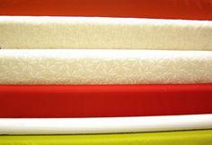 Tissus grandes largeur, adaptés pour recouvrir des fauteuils, des canapés etc... Disponibles au rayon Ameublement de votre magasin Ellen Décoration.