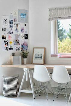 On a déjà les tréteaux, juste une couche de peinture blanche + une belle planche de bois blond...
