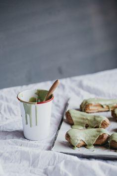 Matcha Eclairs - erin made this Just Desserts, Delicious Desserts, Dessert Recipes, Dessert Food, Pastry Recipes, Dessert Table, Profiteroles, Green Tea Recipes, Sweet Recipes