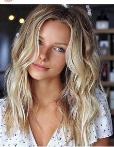 Nuances de blond : Want my hair to look like that with the wave (style) Idées et Tendances Färbung Cheveux Blonds 2017 Bildbeschreibung Möchte, dass meine Haare mit der Welle (Stil) so aussehen Summer Hairstyles, Pretty Hairstyles, Long Blonde Hairstyles, Celebrity Long Hairstyles, Beach Hairstyles For Long Hair, Blonde Haircuts, Thin Hair Cuts, Long Hair Cuts Wavy, Long Highlighted Hair