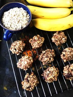 A quick and easy 2 ingredient banana and oat bites that's also sugar and dairy free. It's so yummily perfect for kids snacks. Healthy Oat Cookies, Banana Oat Cookies, Banana Oats, Healthy Snacks, Healthy Recipes, Kid Snacks, Keto Recipes, Oat Cookie Recipe, Cookie Recipes