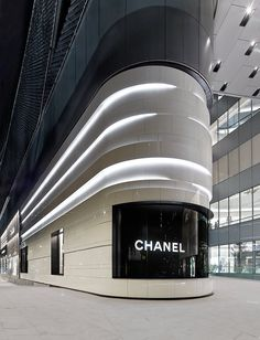 Chanel store front by peter marino architects Architecture Design, Retail Architecture, Facade Design, Facade Architecture, Amazing Architecture, Mall Design, Retail Design, Store Design, Retail Facade